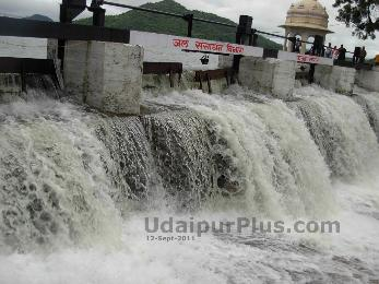 Fateh Sagar Lake overflow on 12-Sept-2011.